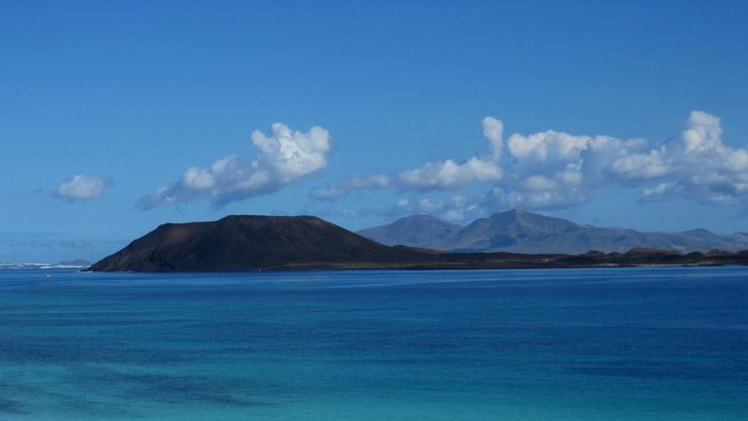 blick-von-fuerteventura-auf-die-isla-de-lobos